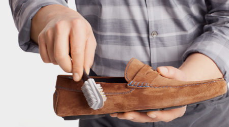 pulire le scarpe in camoscio